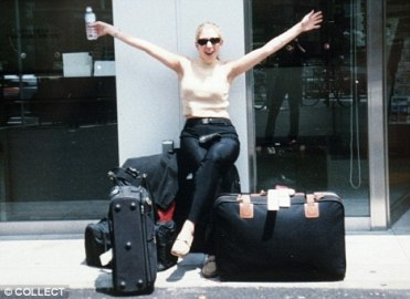 Lucie Blackman no aeroporto de Tóquio, 03 de Maio de 2000